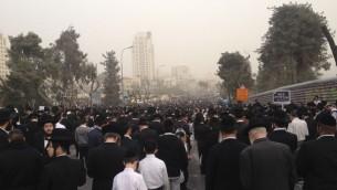 متظاهرون من اليهود المتشددين في حشد ضد التجنيد 2 مارس 2014 (بعدسة ميتش جينسبرج/ طاقم تايمز اوف اسرائيل)