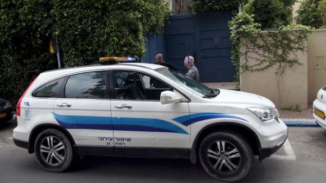 سيارة شرطة امام بيت وزير الطاقة والمياه سيلفان شالوم اليوم 25 مارس 2014 (فلاش 90)