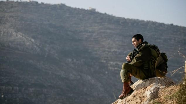 صورة توضيحية لجندي في غور الاردن 2 يناير 2014 (بعدسة يوري لينز/ فلاش 90)
