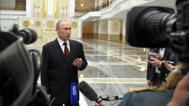 الرئيس الروسي فلاديمير بوتين يتحدث للصحفيين في عاصمة روسيا البيضاء مينسك، في 29 أبريل 2014، AFP PHOTO/ RIA-NOVOSTI/ POOL / ALEXEY DRUZHININ