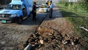 الشرطة الباكستانية تضع شريط حول مكان الانفجار في اسلام اباد 3 ابريل 2014 (امير قريش/ أ ف ب)