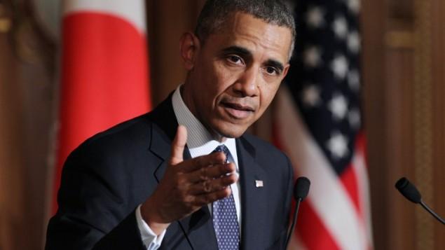 الرئيس الامريكي باراك اوباما اثناء حضوره مؤتمر صحافي مشترك مع رئيس الوزراء الياباني شينزو آبي في دار الضيافة أكاساكا في طوكيو يوم 24 أبريل 2014 . (AFP PHOTO / POOL / جونكو كيمورا-ماتسوموتو)