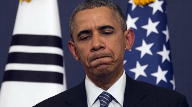 رد فعل الرئيس الأمريكي باراك أوباما لسؤال خلال مؤتمر صحافي في البيت الأزرق في سيول يوم الجمعة 25 أبريل، 2014 ( AFP / جيم واتسون).