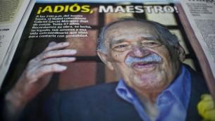 """صورة الغلاف لصحيفة كولومبية تعلن عن وفاة الاديب الحائز على جائزة نوبل، الكولومبي غابريئل غارثيا ماركيز مؤلف """"مائة عام من العزلة """" الذي توفي في ١٧ ابريل ٢٠١٤ في بيته محاطا بزوجته وابنته  AFP PHOTO/Luis ROBAYO"""