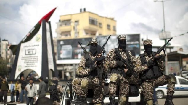 مسلحو حماس خلال مسيرة في غزة ١٠ مارس ٢٠١٤ (محمد حمص/ أ ف ب)