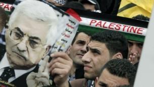 مظاهرة لدعم رئيس السلطة محمود عباس اثناء زيارته لواشنطن ١٧ مارس ٢٠١٤ (جعفر عشتية/ أ ف ب)