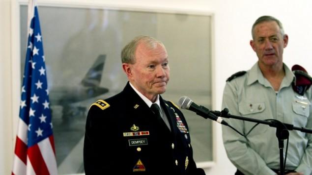 القائد الاعلى  لاركان الجيش الامريكي مارتن دمبسي يتحدث امام الصحافة في القدس بعد لقائه مع قائد الاركان الاسرائيلي بيني جانز ٣١ مارس ٢٠١٤ (أ ف ب)