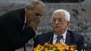 وقع الرئيس الفلسطيني محمود عباس مساء الثلاثاء طلب الانضمام الى 15 منظمة ومعاهدة دولية في الامم المتحدة ١ ابريل ٢٠١٤ (بعدسة عباس مونمي/ أ ف ب)