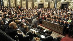 صورة  لوكالة الانباء السورية الرسمية (سانا) تبين البرلمان السوري في 21 أبريل 2014، في دمشق. جلسة تقرير اجراء انتخابات الرئاسية  في 3 يونيو. AFP PHOTO / HO / SANA