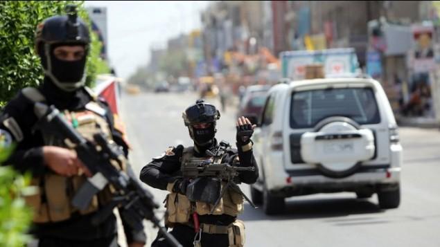 أعضاء القوة العراقية لمكافحة الارهاب الحراسة خارج مركز اقتراع في العاصمة بغداد يوم 29 أبريل 2014  ( AFP/Ahmad al-Rubaye)