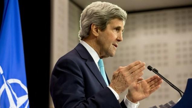 وزير الخارجية الامريكية جون كيري يلقي كلمته امام الصحافي في مؤتمر ناتو ١ ابريل ٢٠١٤ ( AFP PHOTO / POOL / JACQUELYN MARTIN)