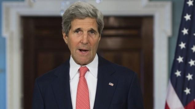 وزير الخارجية الامريكي جون كيري يتحدث الى الصحافة عن انهيار المحادثات الاسرائيلية فلسطينية ٢٤ ابريل ٢٠١٤ (سول ليوب/ أ ف ب)