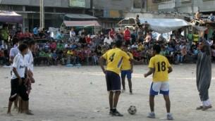 صورة توضيحية لفريق كرة قدم فلسطيني في مخيم رفح ٢٠١٢ (عبد الرحيم/ فلاش ٩٠)