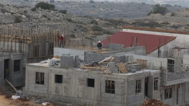 البناء في مستوطنة اريئل يناير ٢٠١٤ (فلاش ٩٠)