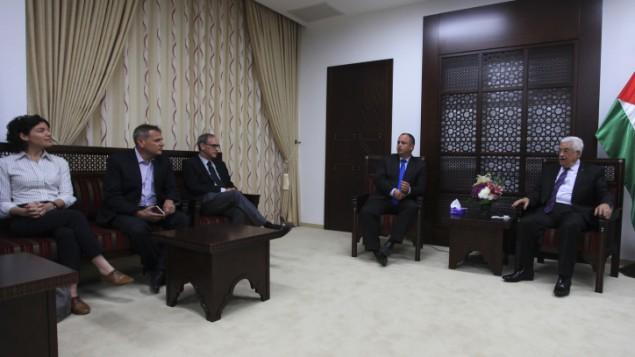 محمود عباس في لقاء مع اعضاء البرلمان في رام الله ١٦ ابريل ٢٠١٤ (عصام ريماوي/ فلاش ٩٠)