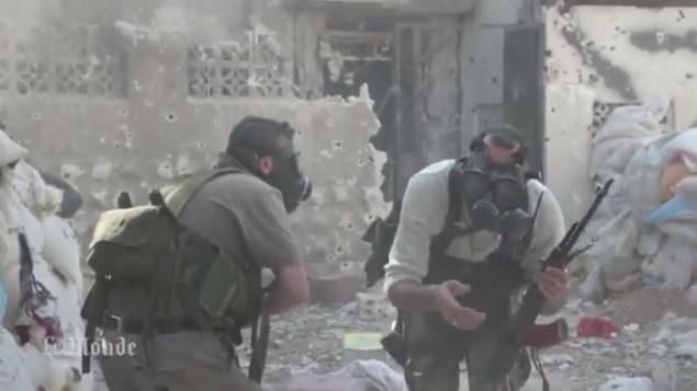 مقاتلو المعارضة السورية اثناء هجوم كيماوي (screen capture: Youtube/MrMrAsi)