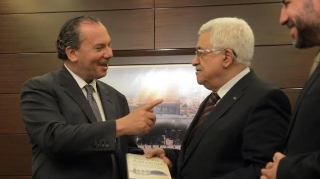 الحاخام مارك شناير مع محمود عباس (بعدسة محمود اليان)