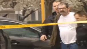 اعتقال المشتبه به في اطلاق النار في اركنساو ١٣ ابريل ٢٠١٣ (KCTV screenshot)