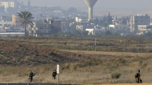 دورية الجيش الاسرائيلي على الحدود مع غزة يناير 2014 (فلاش 90)