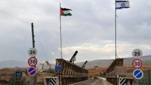 الجسر فوق نهر الاردن على الحدود الاسرائيلية الاردنية (شاي ليفي/ فلاش 90)