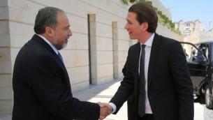 وزير الخارجية الاسرائيلي افيجدور ليبرمان يلتقي وزير الخارجية الاستري سبستسان كورس الثلاثاء(بعدسة يوسي زمير)