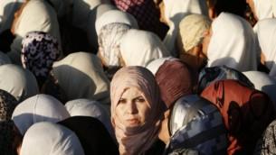 صورة توضيحية لنساء مسلمات