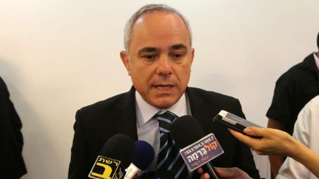 وزير الشؤون الاستراتيجية والعلاقات الدولية يوفال شتاينيتس يتحدث امام الصحافة خلال اجتماع الكابينت الاسبوعي في القدس 23 يونيو 2013 (مارك سيليم/ فلاش 90)