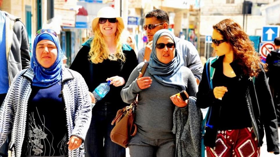 """المشتركون في برنامج """"تيول رحلة"""" اثناء جولة في بيت لحم 4 ابريل 2014 (photo credit: copyright/Bruce Shaffer)"""