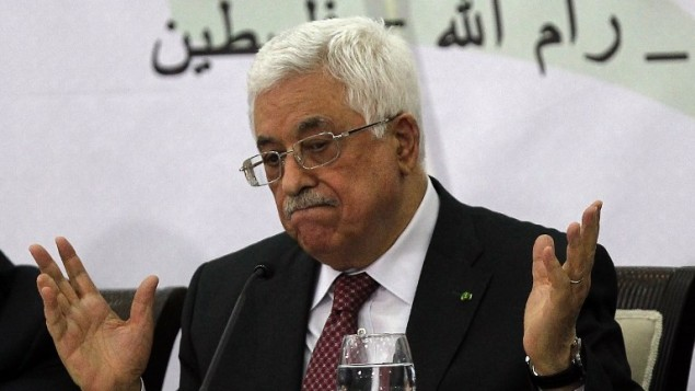 رئيس السلطة الفلسطينية محمود عباس (C) يلقي خطابا أمام أعضاء منظمة التحرير الفلسطينية (منظمة التحرير الفلسطينية)  المجلس المركزي خلال اجتماع عقد في مدينة رام الله بالضفة الغربية يوم 26 أبريل 2014.  AFP PHOTO / عباس نوامني