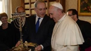 سوف يلتقي البابا فرانسيس مع رئيس الوزراء بنيامين نتنياهو عند قدوم البابا الى اسرائيل في شهر مايو  (photo credit: Amos Ben Gershom/GPO/Flash90)