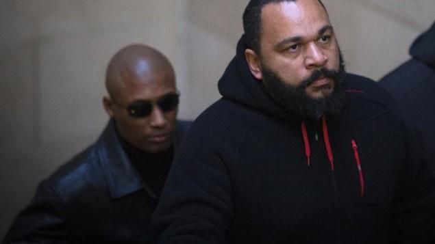 ديودونيه عند وصوله 13 ديسمبر 2013 للمحكمة في باريس ( AFP/Archives Joel Saget)