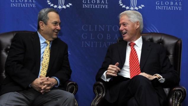 رئيس الوزراء آنذاك ايهود براك مع رئيس الولايات المتحدة السابق بيل كلينتون في نيويورك 2010  (photo credit: Ariel Hermoni/Ministry of Defense/Flash90)
