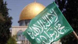 علم حماس في الحرم القدسي الشريف ( Sliman Khader/Flash90)