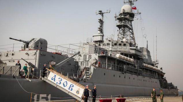 ازوف، سفينة حربية روسية رست في ميناء حيفا ٢ مايو ٢٠١٣ ( Avishag Shaar Yashuv/FLASH90)