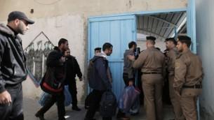 حماس تطلق سراح سجناء من حركة فتح في مبادرة حسن نيّة يناير (فلاش ٩٠)