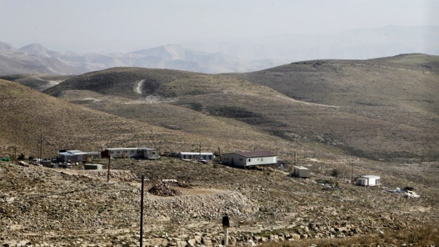 منظر من البؤرة الاستيطانية غير القانونية معاليه رحبعام، بالقرب من مستوطنة كفار الداد، في الضفة الغربية، يناير 2014 (Miriam Alster/Flash90)