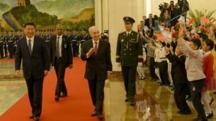 الرئيس الصيني يستقبل الرئيس الاسرائيلي عند بدلية زيارة الاخير الرسمية للصين ٨ ابريل ٢٠١٤ (فلاش ٩٠)