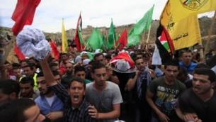 جنازة الشابان في بير زيت بعد اشتباكات يوم النكبة ١٦ مايو ٢٠١٤ (عصام ريماوي ٢٠١٤)