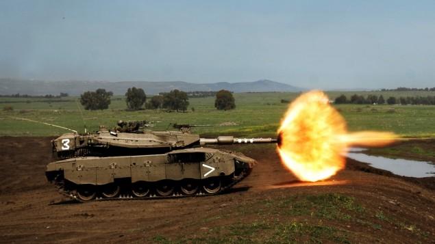 دبابة من دبابت الجيش الاسرائيلي اثناء تدريب في هضبة الجولان 2008 (Neil Cohen/IDF Spokesperson's Unit via Wikimedia Commons)