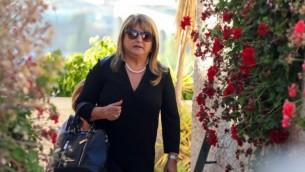 شولا زاكين امام بيتها في القدس ١٥ مايو ٢٠١٤ (فلاش ٩٠)