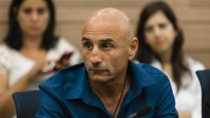 عضو الكنيست درور شلح خلال جلسة الشؤون الخارجية والدفاع في الكنيست 12 مايو 2014 (فلاش 90)