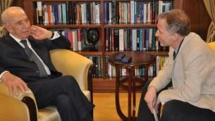 رئيس الدولة شمعون بيريس مع المحرر المؤسس للتايمز إوف إسرائيل دافيد هوروفيتس (مقدمة من مكتب رءيس الدولة)