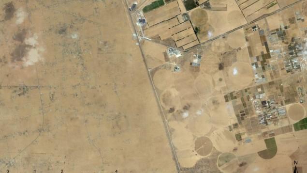 الحدود الاسرائيلية ظاهرة بوضوح مع صحراء سيناء المصرية (©2012 Google, Mapa GISrael, ORION-ME, Imagery ©2012 Cnes/Spot Image, DigitalGlobe, GeoEye, US Geological Survey)