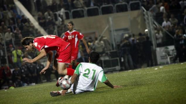 مباراة كرة قدم بين الفريق الاردني والفريق الفلسطيني 2008 ( Michal Fattal/Flash90)