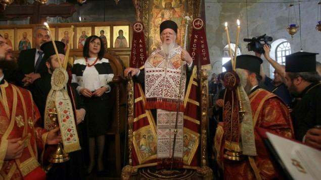 بطريرك القسطنطينية الحالي برتلماوس في كنيسة المهد 24 مايو 2014  AFP/ MUSA AL SHAER