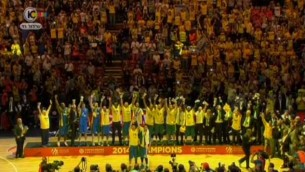 فريق كرة السلة مكابي تل ابيب يحتفل بفوز نهائي اليوروليج 2013-2014 (القناة العاشرة)