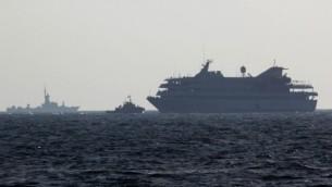 الاسطول الاسرائيلي يرافق المافي مرمرة الى ميناء اشدود 31 مايو 2010  (photo credit: Kobi Gideon/Flash90)