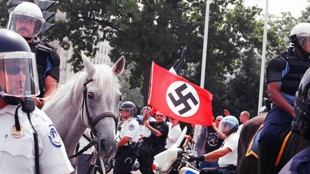 مسيرة للنازيون الجدد في واشنطن ( CC BY Elvert Barnes/Flickr)