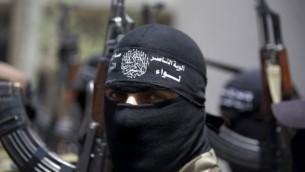 مسلحون فلسطينيون ملثمون June 12, 2014 ( AFP/MOHAMMED ABED)