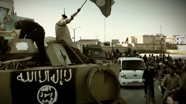 صورة مأخوذة من شريط فيديو صدر يوم 17 مارس 2014 من قبل الدولة الإسلامية في العراق والشام (داعش).   AFP PHOTO / HO / AL -FURQAN MEDIA